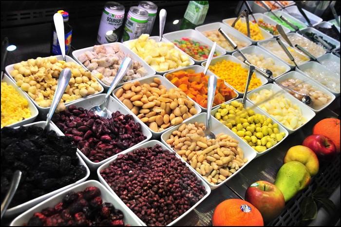 Ngập tràn đồ ăn tha hồ lựa chọn ở chợ Cồn