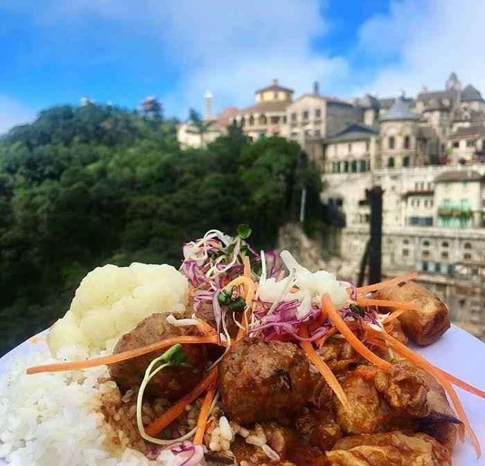 Thưởng thức ẩm thực trên đỉnh Bà Nà