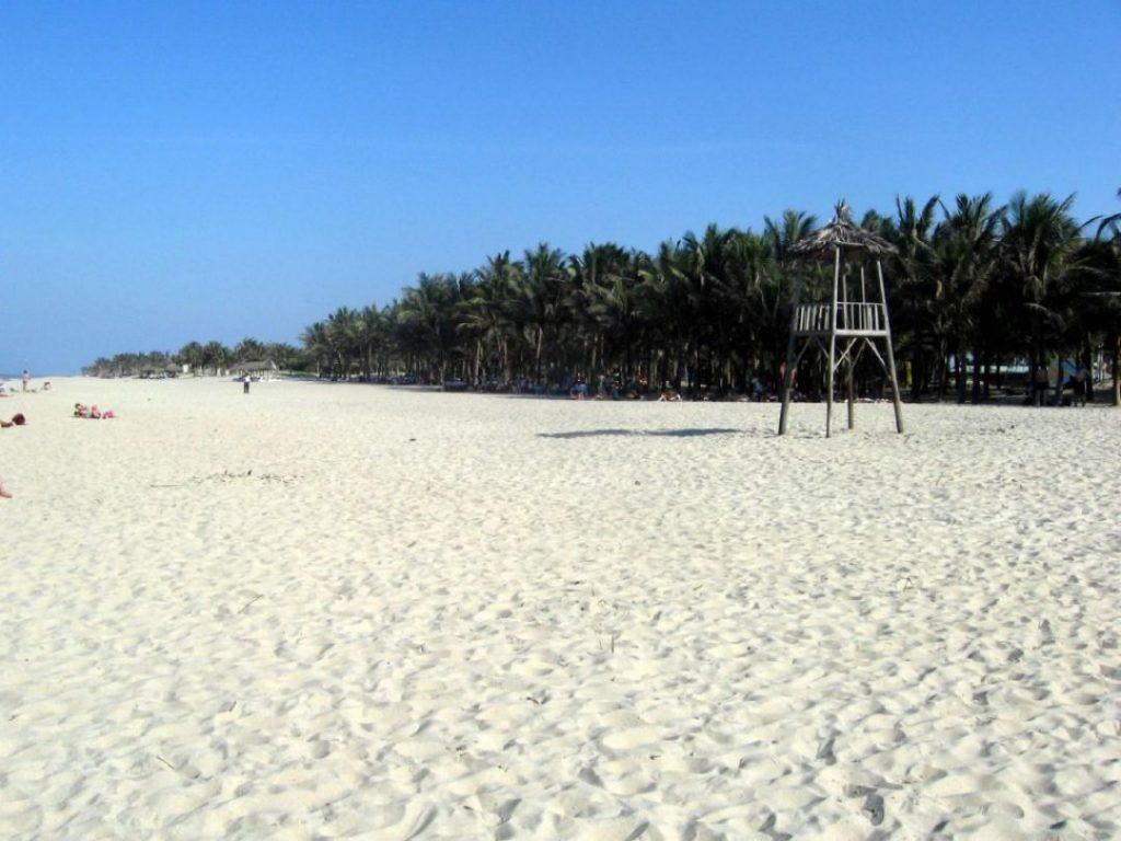 Bãi cát Cửa Đại