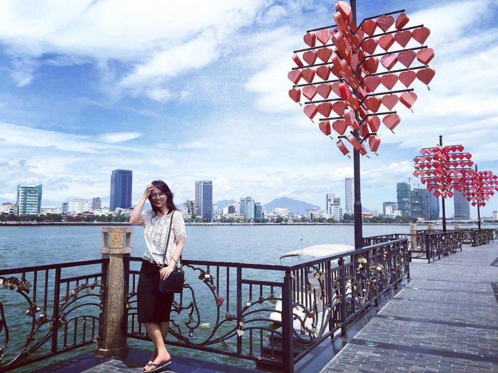 Cảnh đẹp cây cầu tình yêu